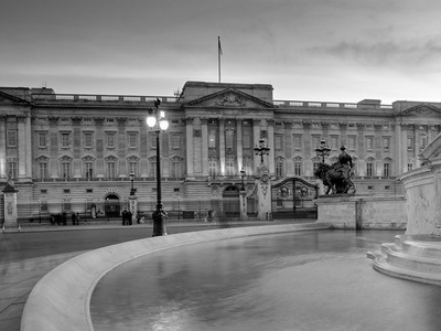 Black and white photo of Buckingham Palace